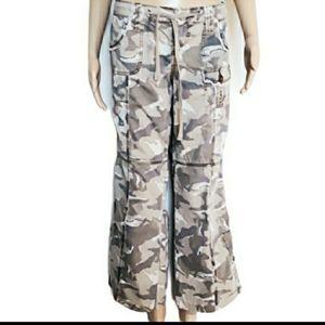 Lei camofloge cargo pants size 11